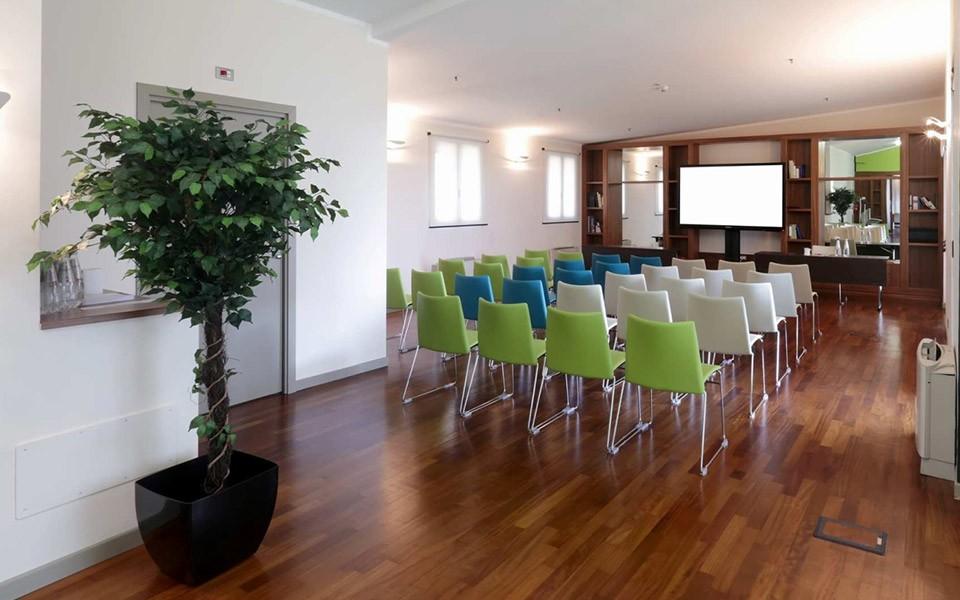 Come scegliere la migliore sedia per sala conferenze o ...