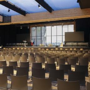 Produzione Sedie E Tavoli Per Congressi Riunioni E Conferenze Ristoranti Collettivita In Metallo Legno Imbottite Sedie Poltroncine E Tavoli Pieghevoli Stf Sedie