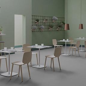 Tavolo Legno E Sedie Trasparenti.Produzione Sedie E Tavoli Per Congressi Riunioni E Conferenze